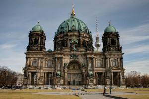 berliner-dom-from-the-lustgarten